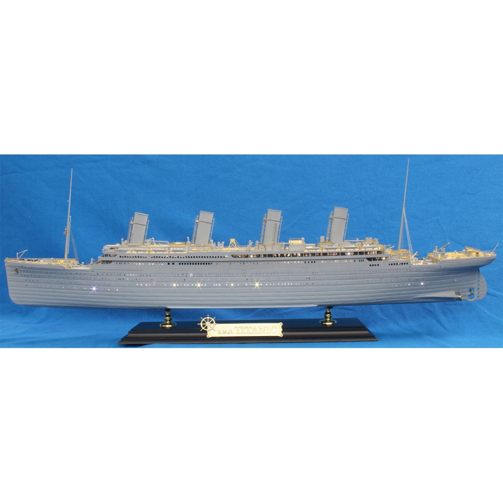 R.M.S. Titanic Premium with LED (Academy 50th Anniversary)